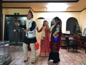 ダンスを披露してくれたネパール人の友人たち